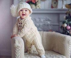 Bebeklerimize sıcacık giydirebileceğimiz bir tulum modeli veriyoruz. Yapımı biraz uğraştırıcı ama değer... Örgü Bebek Tulumu Tarifi Tuluma paçadan başlıyoruz. 55 ilmek