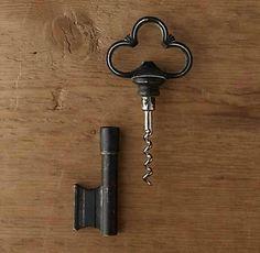 Saca-rolhas em formato de chave.