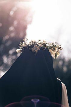 Carmelite nun wearing crown-of-thorns, and possibly with face veiled Anime Muslim, Muslim Hijab, Cute Muslim Couples, Muslim Girls, Hijabi Girl, Girl Hijab, Beautiful Muslim Women, Beautiful Hijab, Hijab Niqab