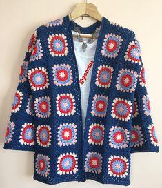 Günaydın ☕️ Sevgili Aysel hanımefendi için hazırladığım hırkamın da yolculuk vakti en güzel günlerde keyifle kullanılsın diliyorum ❤️💙❤️🙏🏻 ▫️▫️▫️▫️▫️▫️▫️▫️▫️▫️▫️▫️▫️▫️▫️▫️▫️▫️▫️▫️▫️▫️ ❣️❣️❣️❣️❣️❣️❣️❣️❣️❣️❣️❣️ İplerim yarnart jeans ve alize c Crochet Coat, Crochet Cardigan Pattern, Crochet Jacket, Crochet Flower Patterns, Crochet Granny, Crochet Clothes, Baby Boy Knitting Patterns, Knitting Designs, Crochet Vest Pattern