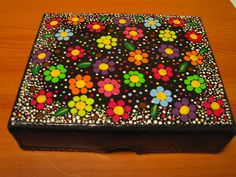 Manualidades ABBAD ART (ARMENIA, COLOMBIA): Cajas Decorativas Wooden Painting, Acrylic Paint On Wood, Dot Art Painting, Mandala Painting, Painted Boxes, Wooden Boxes, Diy Trinket Box, Boxes And Bows, Magazine Crafts