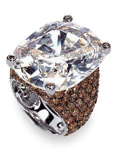 De Grisogono : 25 carat diamond ring worn by Naomi Campbell at Cannes | BILLION DOLLAR 'Babe