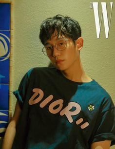 Jung Hae In Julurkan Lidah & Pamer Punggung, Buat Fans Makin Halu Hot Korean Guys, Korean Men, Asian Boys, Asian Men, W Korea, Handsome Korean Actors, Kdrama Actors, Poses, Korean Celebrities