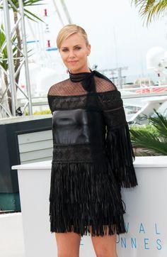 """Jeudi matin, la Croisette a reçu du beau monde ! D'abord, Charlize Theron et Tom Hardy ont pris la pose pour """"Mad Max"""", présenté hors compétition au Festival de Cannes. Ensuite, l'équipe du film """"Tale of Tales"""", dont Salma Hayek et Vincent Cassel, a donné une conférence de presse. Les images. http://www.elle.fr/Cannes/News/Cannes-2015-Charlize-Theron-presente-Mad-Max"""