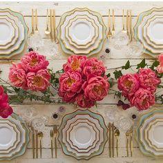 Adoring this table setting by @casadeperrin my fav! ✨ #flowers #decor #tableset #theweddinginspirations #wedding #decor