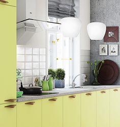 Pirteän ja persoonallisen ilmeen keittiöön tuovat kirkkaan keltaiset kaapin ovet. A la Carte -keittiöt, Neve. | #keittiö #kitchen