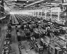 Usine d'assemblage de Bell Aircraft Corporation située à Buffalo, dans l'État de New York, pendant les années 1940 produisant des P-39.