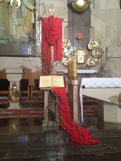 Church Altar Decorations, Lenten Season, Church Flower Arrangements, Palm Sunday, Kirchen, Holidays And Events, Seasons, Garden, Flowers