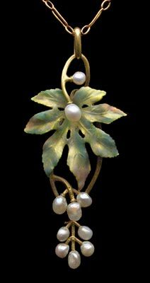 Art Nouveau pearls and leaves