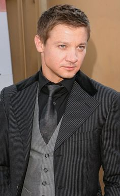 Jeremy Renner. This works for a formal event. But if you're going to wear it, wear it. Don't leave the collar button undone and the tie almost pulled up. It looks almost clean and a tad untidy. Be better than that.
