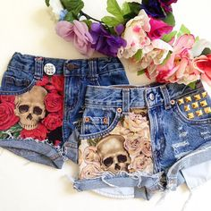 Skull & Pink Rose Studded Denim Shorts by WildRichKids on Etsy Painted Jeans, Painted Clothes, Diy Shorts, Diy Jeans, Studded Denim, Studded Shorts, Black Shorts, Diy Vetement, Diy Fashion