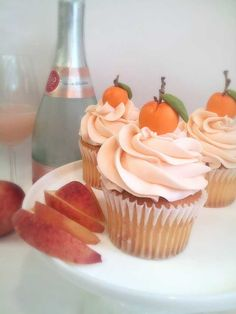 Bellini cupcakes: peach cupcake with champagne Italian meringue Post with 0 votes and 1353 views. Bellini cupcakes: peach cupcake with champagne Italian meringue Peach Cupcakes, Peach Cake, Yummy Cupcakes, Pink Champagne Cupcakes, Almond Cupcakes, Spring Cupcakes, Rose Champagne, Just Desserts, Delicious Desserts