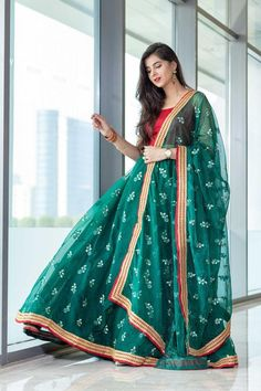 Pakistani Dresses Casual, Indian Gowns Dresses, Indian Fashion Dresses, Dress Indian Style, Indian Designer Outfits, Fashion Outfits, Indian Wear, Diy Fashion, Designer Dresses