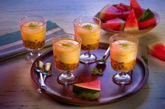 Mousse de Chinola y Limón  INGREDIENTES  ½ Taza de chinola fresca 1 Lata de Leche Condensada LA LECHERA® de 405g 1 Lata de Leche Evaporada CARNATION® de 315g ¼ Taza de jugo de limón PREPARACIÓN  1-Coloca una cucharada de chinola en 8 envases, reserva.  2-Aparte, licúa por tres minutos los demás ingredientes, sirve dentro de los envases con la chinola reservada.  3-Lleva a la nevera, deja enfriar por dos horas y sirve.