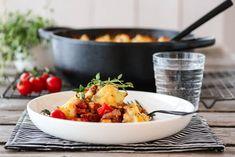 COTTAGE PIE MED ROTGRØNNSAKER OG TOMAT Cottage Pie, Cauliflower, Meal Planning, Curry, Food And Drink, Meals, Chicken, Vegetables, Recipes