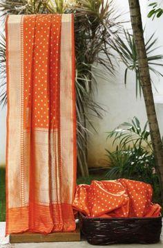 Lakshmi Handwoven Banarasi Silk Sari 000080 - Brands / Lakshmi - Parisera