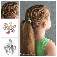 Cookie cutter braid with hair elastics from Goudhaartje.nl #cookiecutterbraid #braid #pigtails #hairelastics #hairaccessories #hairstyle #vlecht #haarelastiekjes #haaraccessoires #haarstijl #goudhaartje