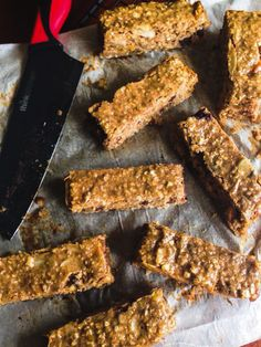 Protein soft bars bananas and blueberries It is known trade cereal bars are not the healthiest thing. We often find a lot of added su. Healthy Bars, Healthy Dessert Recipes, Healthy Baking, Healthy Snacks, Vegan Recipes, Desserts, Good Morning Breakfast, Breakfast Dessert, Purple Corn Recipe