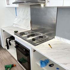 Dreaming of a new kitchen ? No need to spend a lot of money to replace your kitchen furniture! You can get your dream kitchen merely by covering your existing kitchen with Cover Styl' adhesive coverings! White Spirit, Vinyl Cover, Kitchen Renovations, White Marble, Kitchen Furniture, New Kitchen, Adhesive, Household, Kitchen Appliances