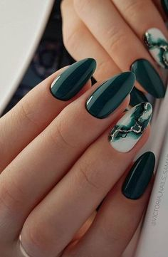 21 Charming And Sexy Winter Green Nails Acrylic: Don't Miss. - Looking for best winter nail craftsmanship thoughts? Snap here, and you will get a rich rundown of WinterGreen Nails Acrylic, which must experience your desires. Nagellack Design, Nagellack Trends, Oval Nails, Toe Nails, Coffin Nails, Stiletto Nails, Green Nails, Pink Nails, Kylie Nails