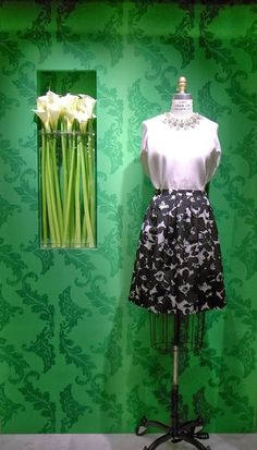 maison TOMORROWLAND ART FRAME 「Spring New Life」 http://www.tomorrowland.jp/tomorrowland/shop/2014/02/maison-tomorrowland-art-frame-spring-new-life-0212wed.php メゾン トゥモローランドのアートフレームが、優しく美しく丸みのある葉のダマスク柄の壁紙で飾られました。 #style #fashion #tomorrowlandjp
