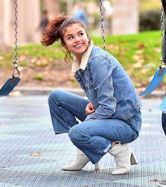 #SelenaGomez #Style Selena Gomez Casual Style - Burbank 11/02/2017 | Celebrity Uncensored! Read more: http://celxxx.com/2017/11/selena-gomez-casual-style-burbank-11022017/