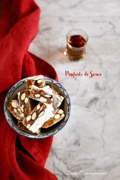Come promesso, anche se i fatti del giorno me lo avrebbe quasi impedito, sono qui a pubblicare una nuova ricetta tipicamente natalizia. N...