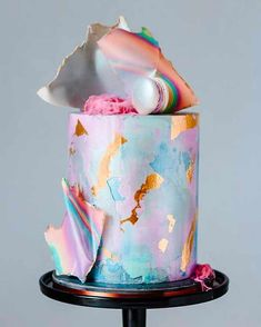 Holographic cake with gold