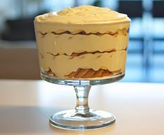 Magnolia Bakery's Banana Pudding. How perfect that the whipped cream is blended into the pudding mixture so you can enjoy the decadence throughout instead of just on the top. Köstliche Desserts, Delicious Desserts, Dessert Recipes, Yummy Food, Fun Food, Best Banana Pudding, Banana Pudding Recipes, Cranberry Bliss Bars, Magnolia Bakery Banana Pudding