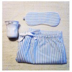 Homewear de Hombre Raya azul y antifaz. www.vickybargallo.com