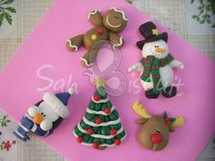 Lubiartes: Biscuit natal e bichinhos Polymer Clay Halloween, Polymer Clay Ornaments, Cute Polymer Clay, Polymer Clay Charms, Clay Projects, Clay Crafts, Diy Clay, Projects To Try, Christmas Crafts For Gifts