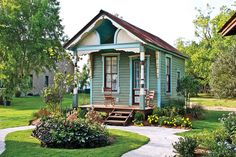Many people consider a tiny house big living. Tiny houses have smaller sized everything. They have smaller appliances, smaller living. Inside Tiny Houses, Tiny Texas Houses, House Inside, Small Houses, Small Cottages, Cabins And Cottages, Cozy Cottage, Cozy House, Cottage Style