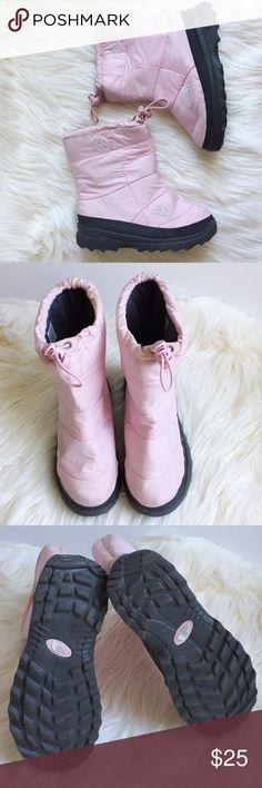 ❄️⛄️The North Face girl's snow boot. Size 4 Light pink girl's size 4 North Face 600g snow boot.  Super lightweight/waterproof.  Easy on/off. Drawstring tops to keep snow out and feet dry.  Very gently worn.  Last picture shows water stain an small scuff. You can hardly see it since it's on the inner side of boot.  Haven't tried to remove, but should be easy. Still wound consider them in very good condition. The North Face Shoes Rain & Snow Boots