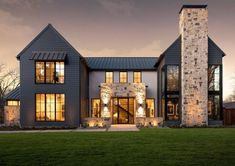 Architecture Homes Exterior This modern Italian farmhouse is by design firm John Lively + Associates in collaboration with Hayes Signature Homes, located in Dallas Texas. A modern farmhouse aesthetic on the exterior opens int… Italian Farmhouse, Modern Farmhouse Exterior, Farmhouse Interior, Modern Farmhouse Design, Farmhouse Decor, Italian Homes Exterior, Farmhouse Layout, Urban Farmhouse, Farmhouse Front