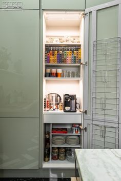 Proiect bucatarie Dorobanti | Kuxa Studio, expert in mobila de bucatarie - 5353 Smart Kitchen, Kitchen Storage, Bathroom Medicine Cabinet, Closet, Studio, Home Decor, Armoire, Decoration Home, Kitchen Organization