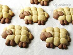 Velikonoční pečivo OVEČKY Cute Easter Desserts, Dog Food Recipes, Cooking Recipes, Bread Art, Food Art, Bakery, Food And Drink, Cookies, Humor
