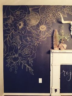 Architecture and Interior Design Faux Wallpaper: Gold Paint Marker Mural. Ideas for redecorating you Tapete Gold, Chalk Wall, Bedroom Murals, Bathroom Mural, Bedroom Ideas, Bathroom Paintings, Chalkboard Art, Chalkboard Wallpaper, Chalkboard Wall Bedroom