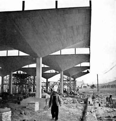 Almacén en construcción en Insurgentes Norte, México DF 1954    Arq. Félix Candela     Foto. Rollie McKenna -    Warehouse under construction on Insurgentes Norte, Mexico City 1954