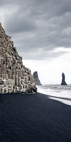 20 Most Beautiful Places to Visit in Iceland Black sand beach, Dyrholaey promontory, Iceland Black Sand Beach Hawaii, Places To Travel, Places To See, Travel Destinations, Iceland Travel, Iceland Beach, Photo Couple, Beautiful Places To Visit, Lego City