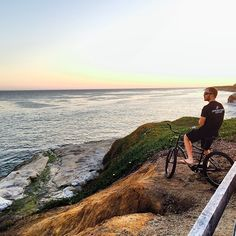 Shop owner Shawn Wilson enjoying the warm sunset on #westcliffdrive. Post work ride with the Crew @rideepicenter #santacruz #ride831 #blessed