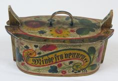 """A vintage Norwegian hand painted tine box - painted in rosemåling style """"In Memory of (your) friend"""""""