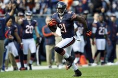 Chicago Bears safety Major Wright (21) runs for a touchdown after an interception against the St. Louis Rams in the second half of an NFL football game...
