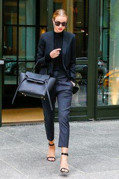 Top Looks. Sobre gabardinas, prendas denim y zapatillas blancas © Gtres Online/ Cordon Press/ Getty Images