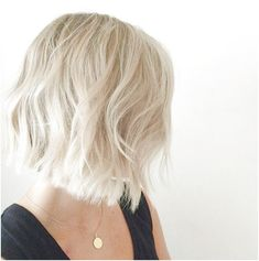 Ladies, latest and chic bob hairstyles are here! In this post you will find images of Super 2015 - 2016 Bob Hairstyles, you may want to try one of these. Short Blonde Haircuts, Choppy Bob Hairstyles, Best Short Haircuts, 2015 Hairstyles, Modern Haircuts, Short Hair Cuts, Short Hair Styles, Bob Haircuts, Short Blond Hair