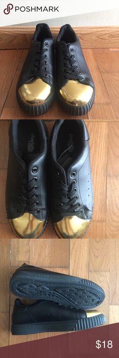 41791a1515b2 Cool Gold Toe Sneaker ✨⚡️