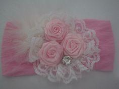 Faixa de meia de seda rosa e flor de cetim rosa
