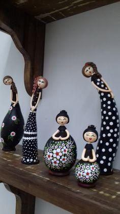 Pottery Painting Designs, Glass Bottle Crafts, Wine Bottle Art, Paper Art, Paper Crafts, Painted Gourds, Hand Painted Ceramics, Paper Mache Sculpture, Bottle Painting