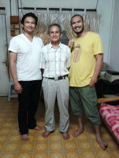 Ainurazmi (baju putih), Ainuddin dan Ainurizam (baju kuning).