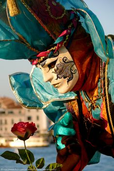 Carnival in Venice with a beautiful rose! Venetian Carnival Masks, Carnival Of Venice, Venetian Masquerade, Masquerade Ball, Masquerade Attire, Larp, Costume Venitien, Venice Mask, Beautiful Mask