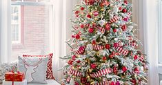 Christmas Tree Decorating Tips, White Christmas Tree Decorations, Beautiful Christmas Trees, Yule Decorations, Xmas Tree, Winter Christmas, Christmas Home, Christmas Goodies, Christmas Stuff